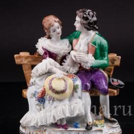 Фарфоровая статуэтка Пара на скамейке, кружевная, Volkstedt, Германия, вт. пол. 20 в.