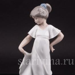 Фарфоровая фигурка Девочка в белом платье, NAO, Испания, 1989 год.